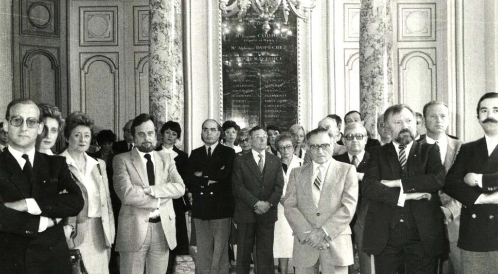 1981 : Charte